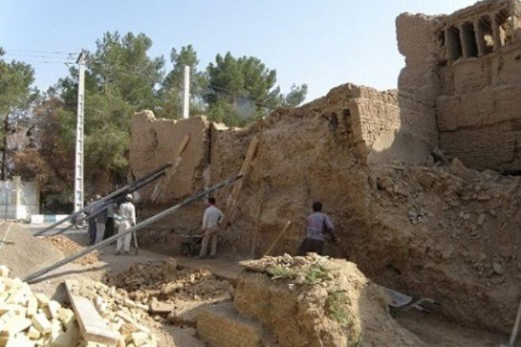 مرمت حصار بافت تاریخی اردکان