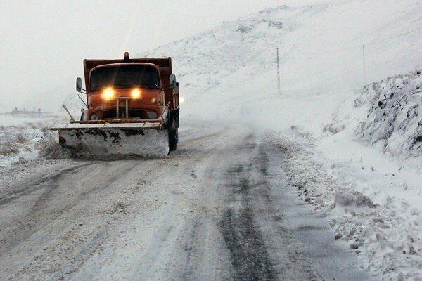 راه های فرعی گیلان زیر برف است