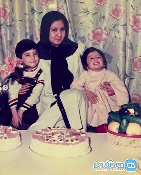 چهارسالگی سمیرا حسینی در آغوش مادرش