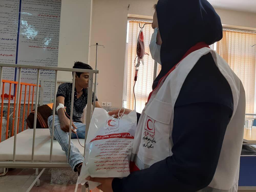 خبرنگاران آگاهی بخشی بهداشتی به مردم برای مقابله با کرونا توسط هلال احمرخوزستان