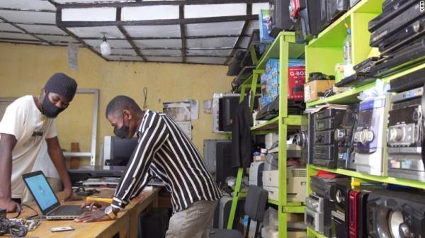 کیمیاگری از موبایل های قدیمی، شرایط بازیافت زباله های الکترونیک در کشورهای آفریقایی (