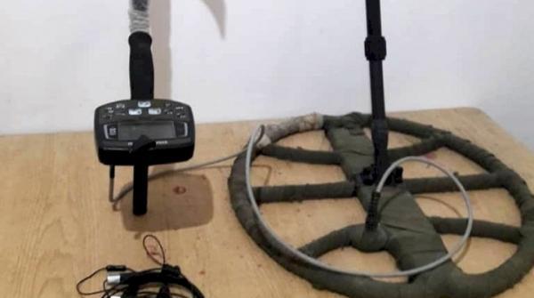 کشف و ضبط یک دستگاه فلزیاب در نطنز