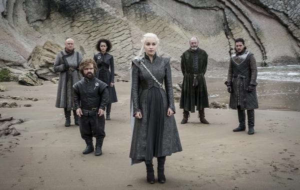 12 بازیگر که در هر 8 فصل بازی تاج و تخت حضور داشتند