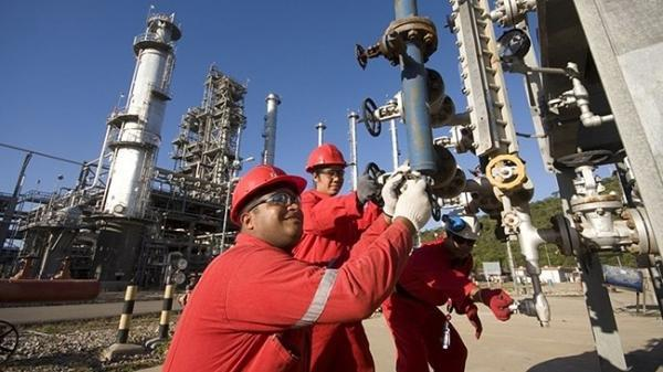 تداوم فرایند احیای بازار جهانی نفت با افزایش سفرهای جاده ای و هوایی